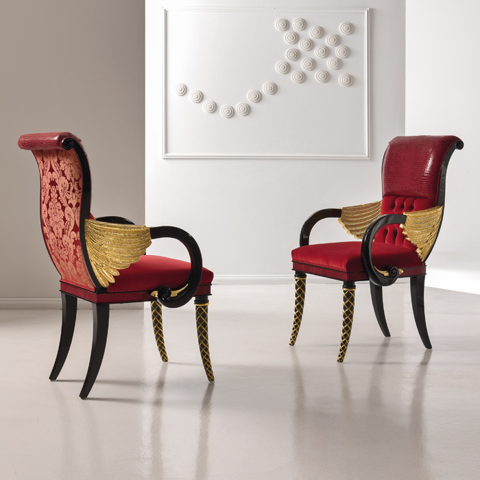 Оригинальные стулья с подлокотниками для просторной кухни