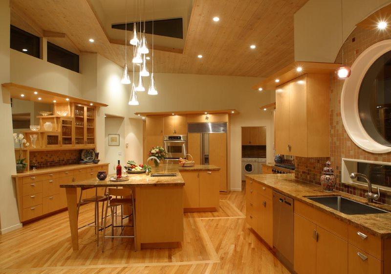 Освещение кухни с оригинальным интерьером