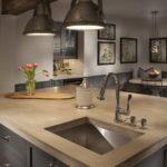 Кухонная мойка в столешнице острова