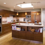 Многофункциональный кухонный остров с полками