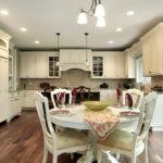 Осветительные приборы в кухне классического стиля