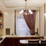 Штора с подхватом на кухонном окне