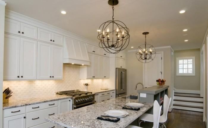 люстры на кухне.