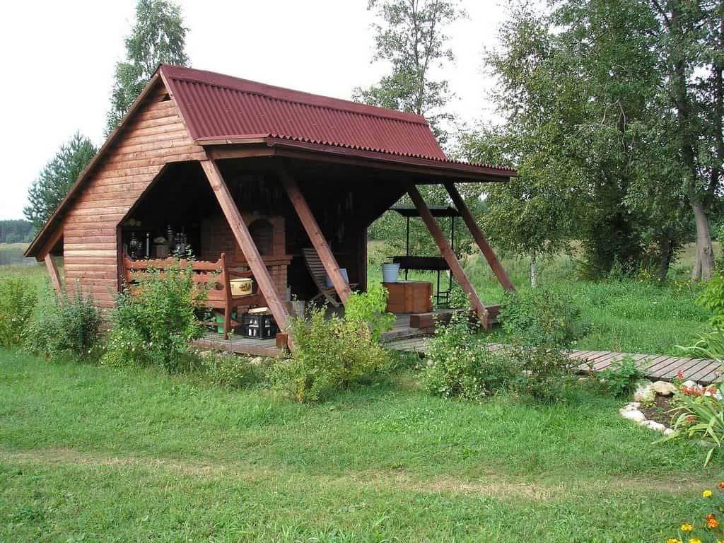 Деревянная летняя кухня открытого типа