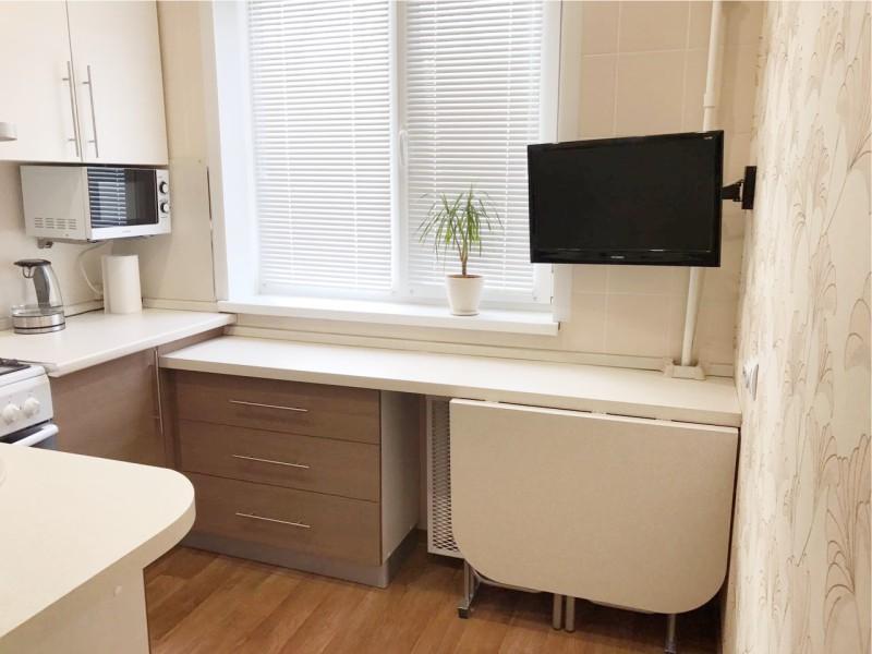 Складной столик в маленькой кухне
