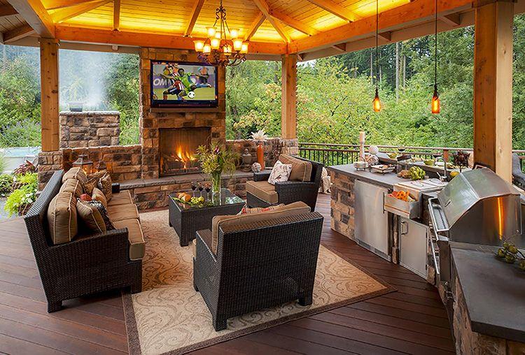 Мягкая мебель в летней кухне открытого типа