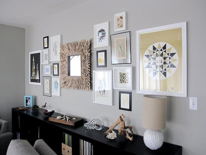 Стена с фотографиями.