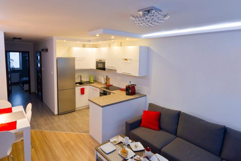 П-образная планировка рабочей зоны кухни-гостиной