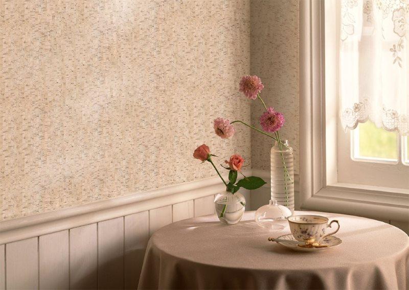 Горизонтальное разделение стены кухни отделочными материалами
