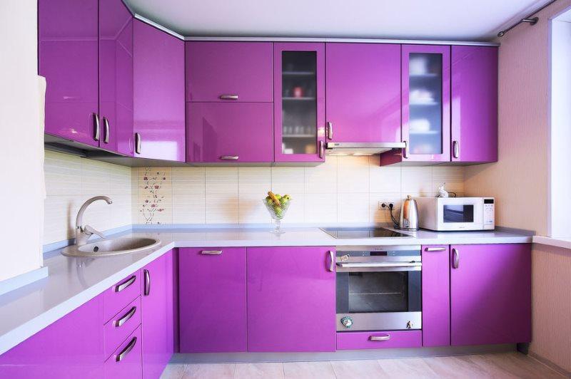 Фиолетовые фасады кухни из качественного пластика