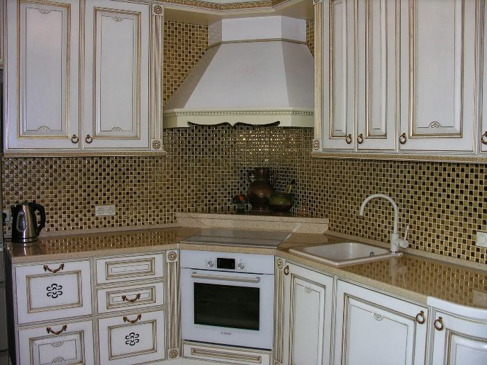 Мозаичная плитка на кухне.