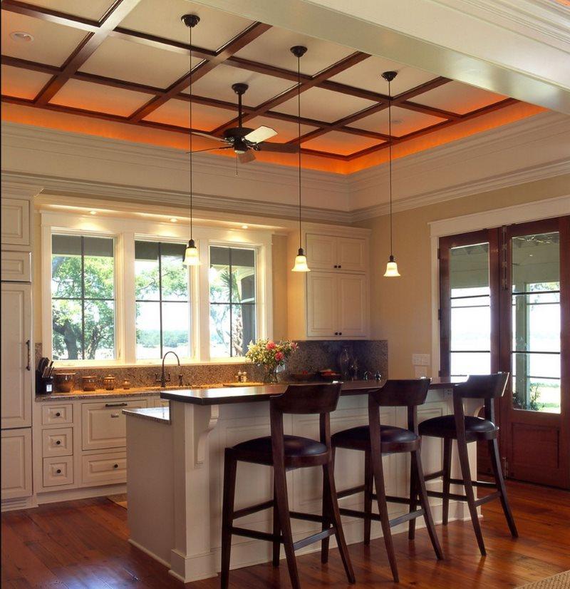 Оранжевая подсветка потолка в кухне классического стиля