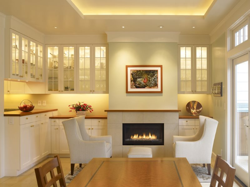Светодиодная подсветка потолка и фартука кухни
