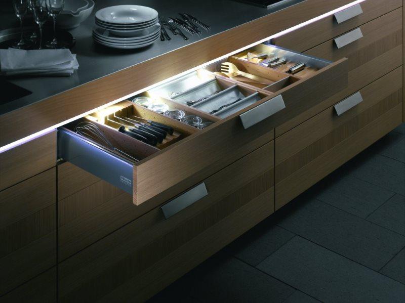 Светодиодная подсветка выдвижных ящиков кухонной мебели