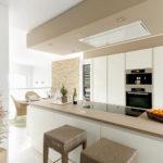 Кухонный остров с варочной панелью