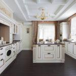 Остров на кухне в классическом стиле