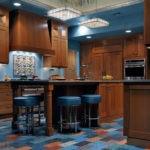 Цветная мозаика на полу кухни
