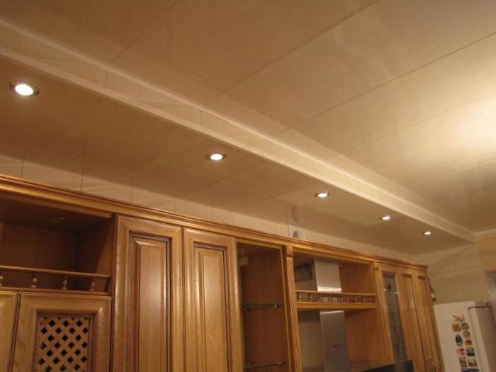 ПВХ потолок на кухне.
