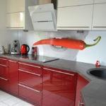 Острый перец на кухонном фартуке