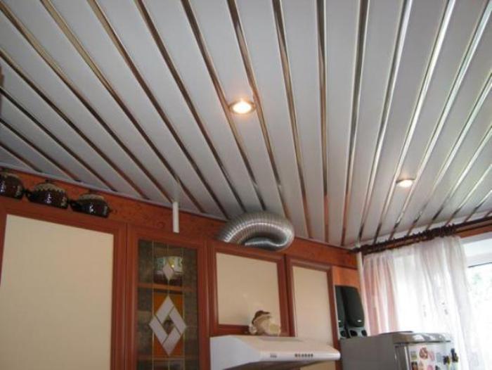 Реечный потолок на кухню.