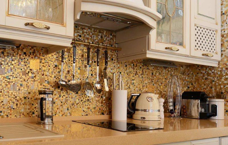Мозаичный фартук из стеклянной плитки