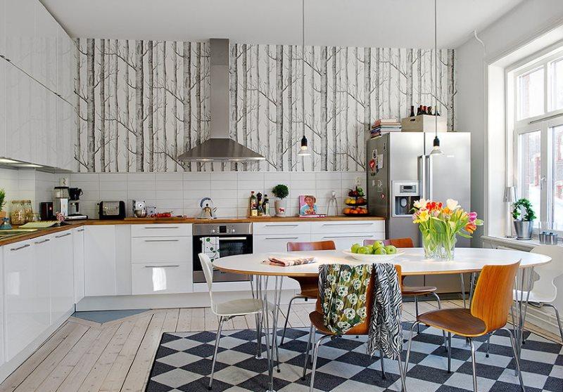Стулья различного дизайна в интерьере кухни угловой планировки