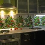 Керамический фартук с растительным рисунком