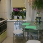 Компактная обеденная зона в угловой кухне