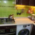 Место для стиральной машинки в маленькой кухне