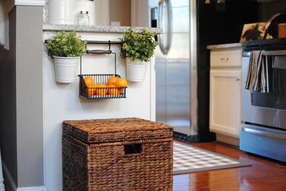 Закрепление кухонного рейлинга на стенке кухонного шкафа