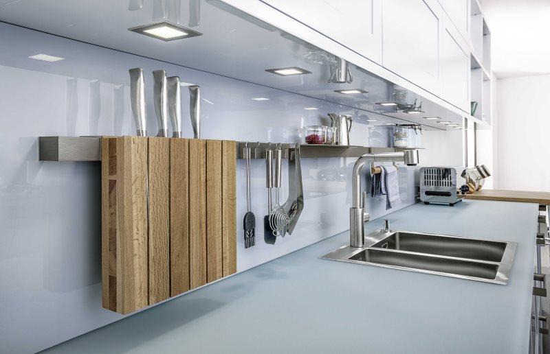 Деревянная подвеска для кухонных ножей на плоском рейлинге