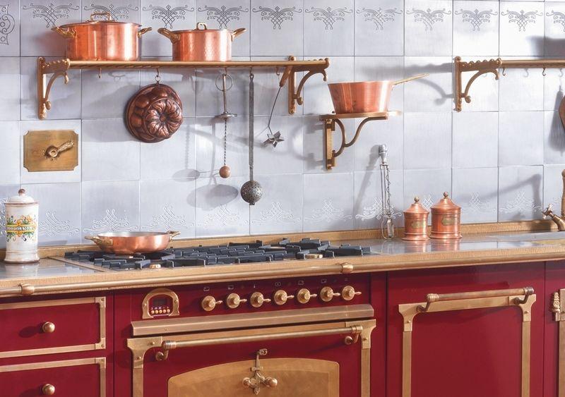Рейлинги под бронзу на кухне в стиле ретро
