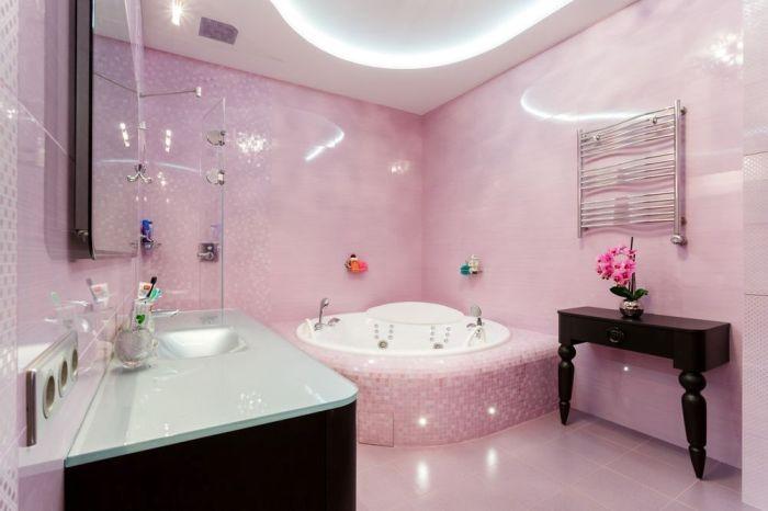 Ванная комната розовая.