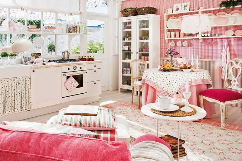 Интерьер просторной кухни в деревенском стиле