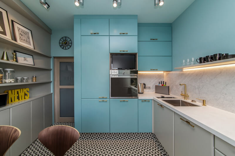Шкаф-пенал в составе кухонного гарнитура