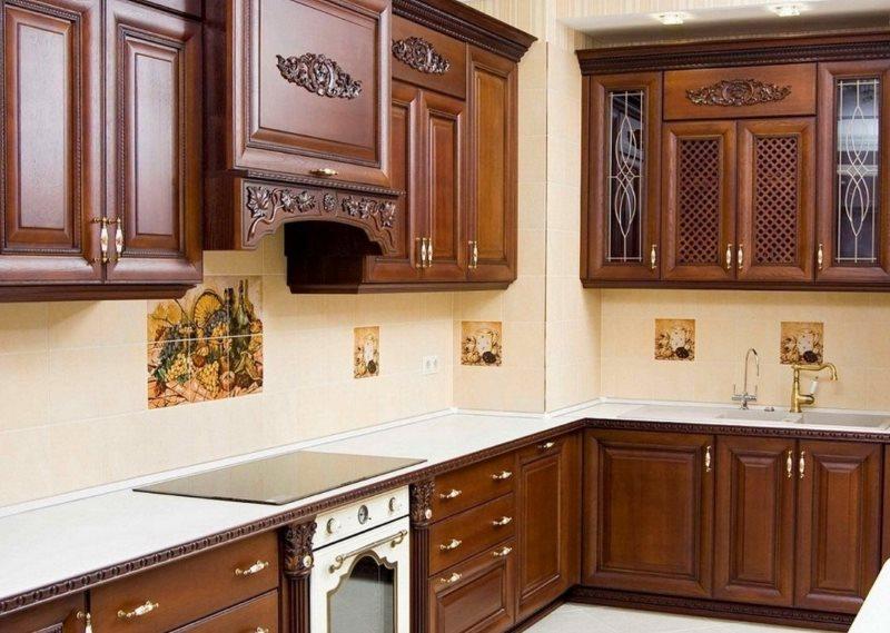Кухонный гарнитур с ПВХ-пленкой в классическом стиле