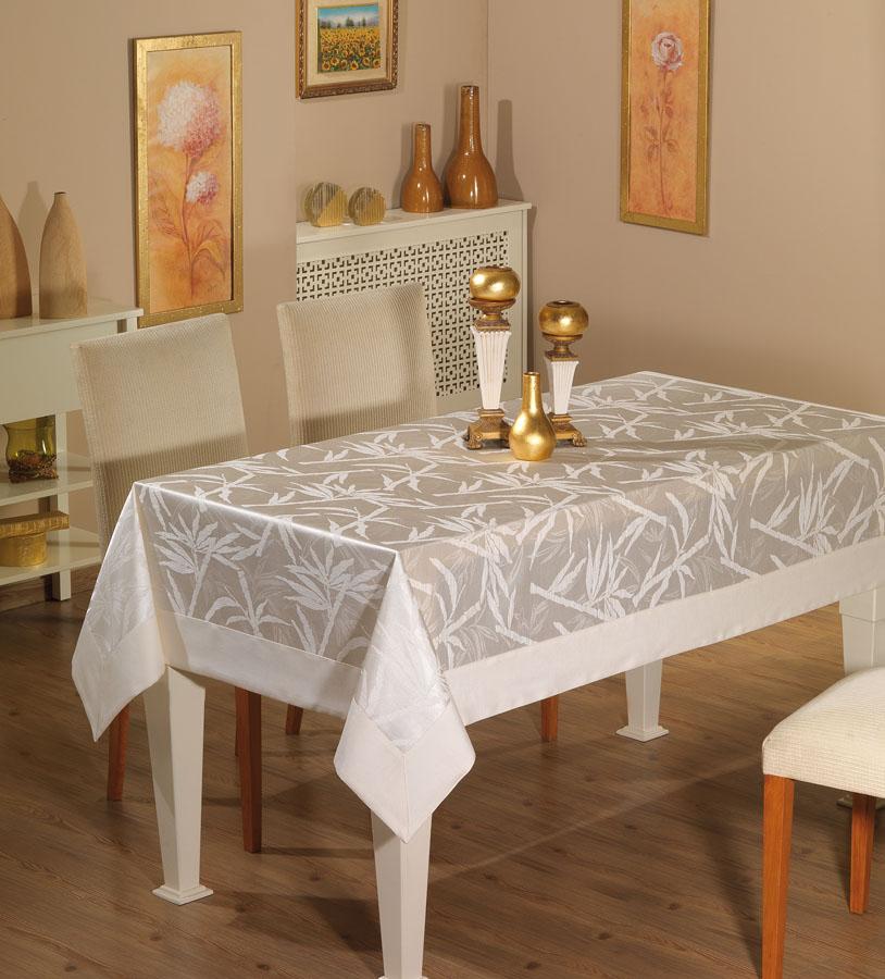 Повседневная скатерть на кухонном столе