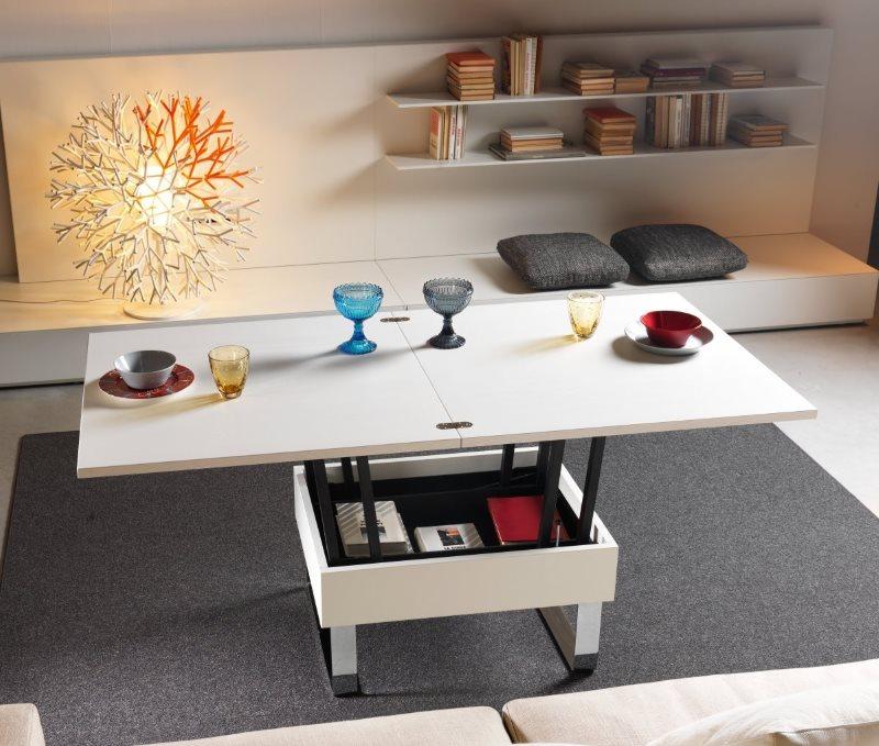 Раскладной стол в кухне-гостиной