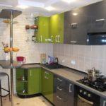 Серо-зеленый гарнитур для небольшой кухни