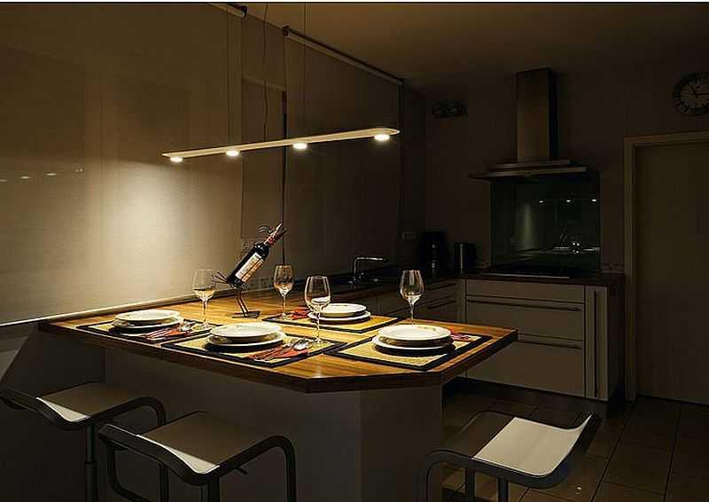 Освещение обеденного стола кухни подвесным светильником
