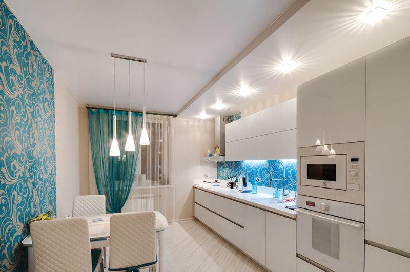 Организация освещения в кухне с белой мебелью