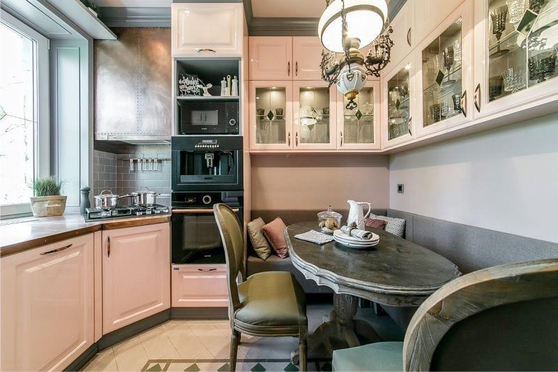 Интерьер небольшой кухни в светлых тонах