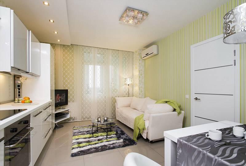 Белый диван в кухне-гостиной площадью в 14 кв м