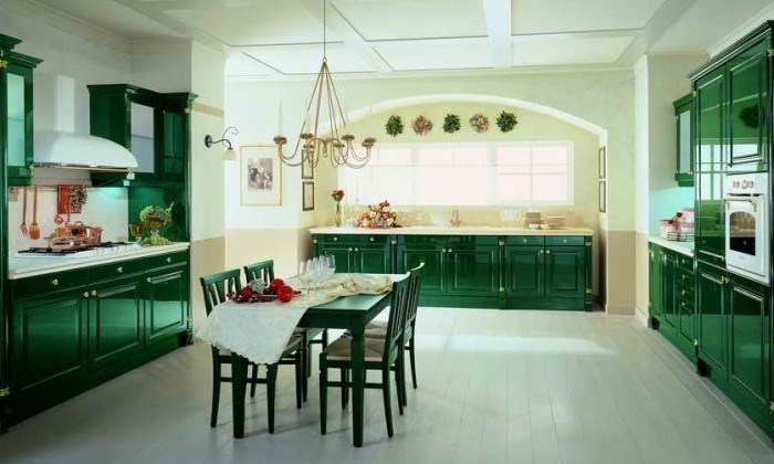 Дизайн зеленой кухни.