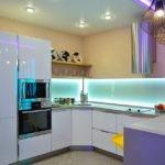 комбинированное освещение небольшой кухни