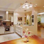 Освещение рабочей зоны в кухне-гостиной