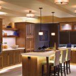 Дизайнерское освещение кухни-гостиной