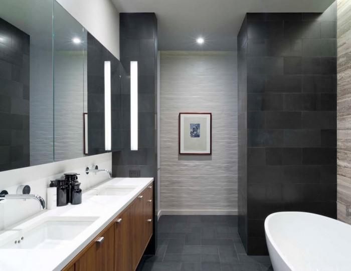 Белый санузел в ванной.