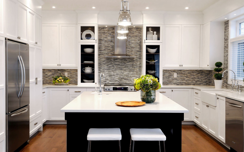 Верхнее освещение кухни посредством точечных светильником