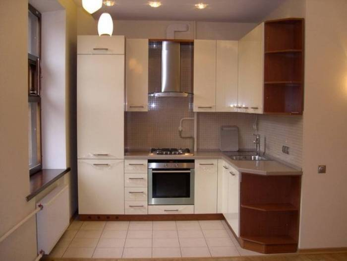 Угловая бежевая кухня.